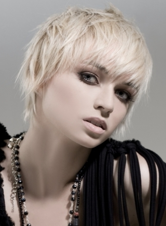 Stand-out-Short-Haircut-Ideas-2012-2013-For-Women-1
