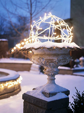 Winter-Topiary-Outdoor-Homemade-Christmas-Decoration