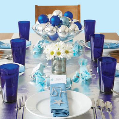 christmas-decoration-theme-blue-turquoise-idea-inspiration-special-table-dinner-centerpiece-setting-holiday-country-stylish-unique-color-decor-diy-baubles