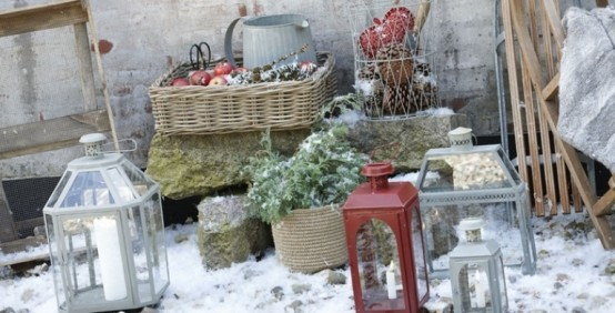 cool-outside-christmas-decorations-1-554x282